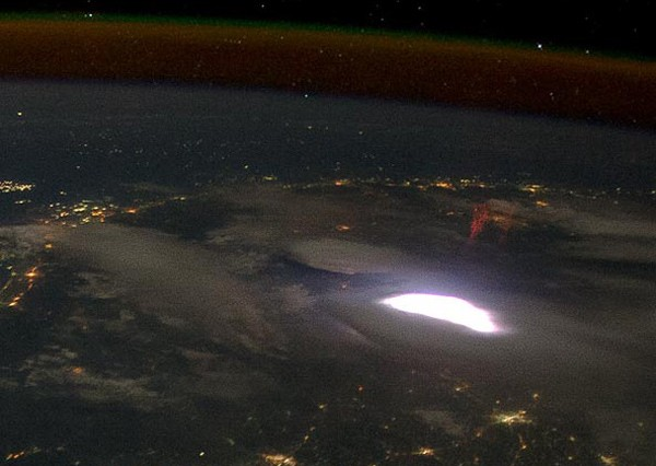 NASA captures fiendish red sprite, puts it in a jar