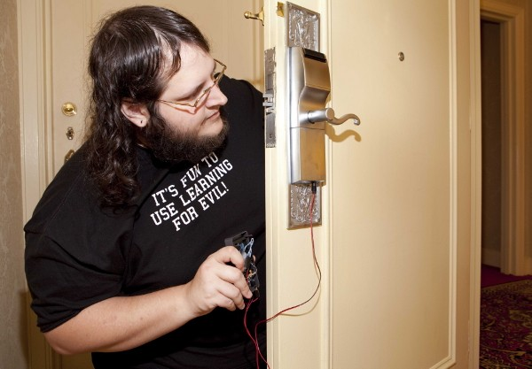 Hacker finds flaw in hotel locks, can ruin your vacation with $50 DIY gadget