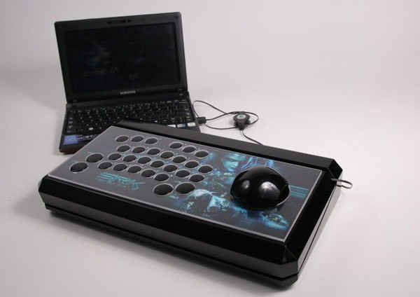 SRK contest produces a 26button Starcraft II arcade controller, probably won't stop Zerg rushes video 
