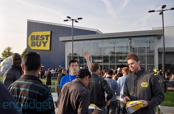 Best Buy founder wants slashed prices, Applestyle customer service in $10 billion rescue plan