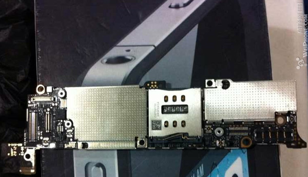 Next iPhone's motherboard hits the leak scene with a hint of extra wireless