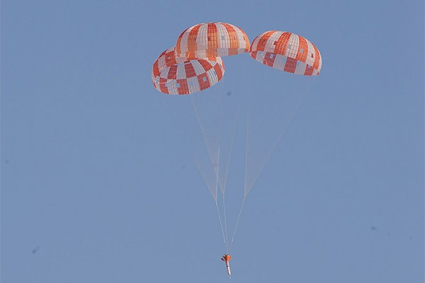 NASA completes successful parachute drop simulation of Orion spacecraft