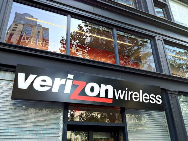 Editorial Carriers, let customers choose their own phones