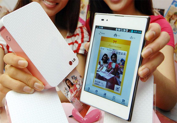 LG outs Pocket Photo mobile picture printer, says it's the smallest of its kind