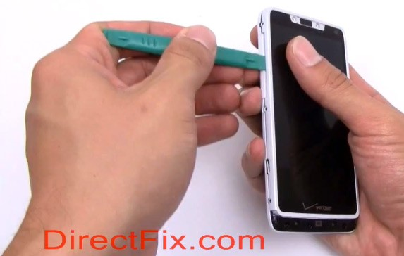 Motorola Droid RAZR M torn down to its bare Kevlar essentials video