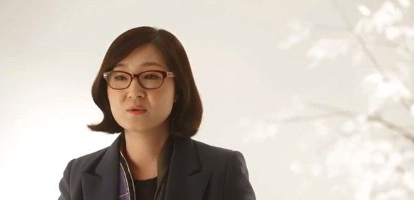 LGs Sera Park talks about the design story behind the Optimus G