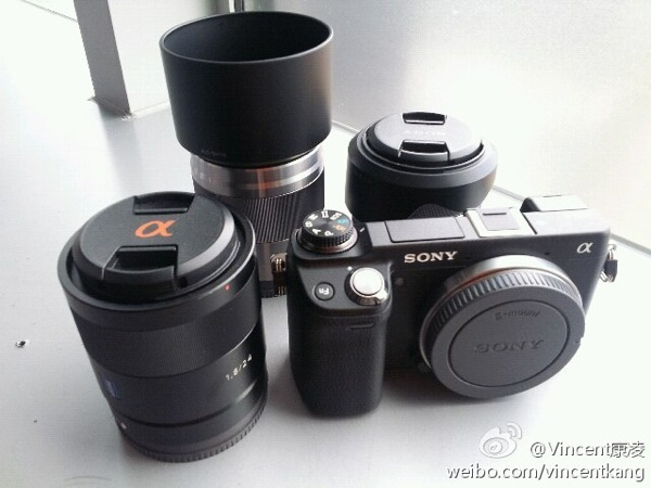 Sony NEX6 spotted in the wild, viewfinder and mode dial in tow