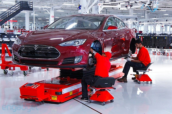 Tesla behind on Model S production goals, aims for extra cash with stock sale