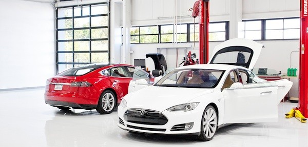 Tesla details service plans, software updates for Model S