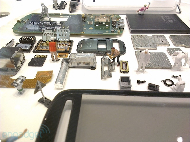 Assembling the Nokia 808