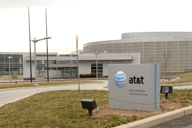 AT&amp;T sells 4.7 million iPhones and 1.4 million other smartphones, makes $3.6 billion profit in Q3 (video)