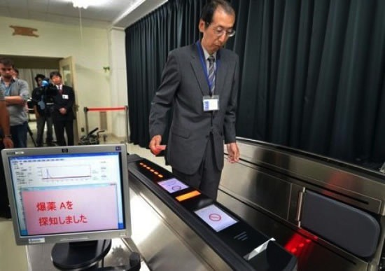 Hitachi boarding gate can sniff explosives on passes, keep the transport queues flowing video