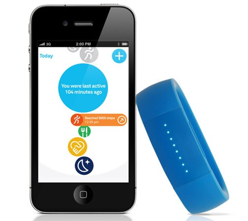 Larklife fitness tracker syncs your data over Bluetooth, knows when you're running instead of walking