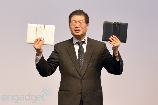 ASUS PadFone 2 unveiled in Taiwan, boasts quadcore CPU, LTE, NFC and lighter tablet