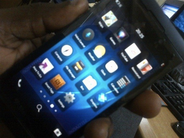 BlackBerry 10 LSeries phone surfaces in yet more leaked images