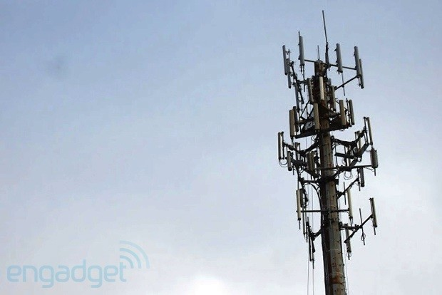 Verizon signs first deal to sell lower 700MHz spectrum, acts on its promise