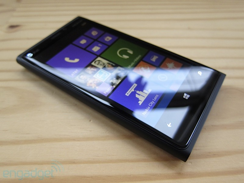 http://www.blogcdn.com/www.engadget.com/media/2012/11/nokialumia920review14.jpg