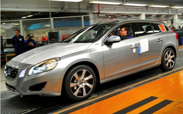 Volvo begins producing V60 diesel plugin hybrid, claims a world first