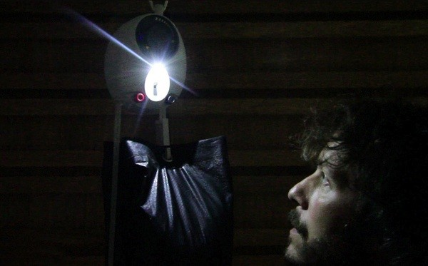 GravityLight uses weight to illuminate without batteries ...