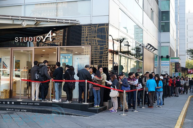 iPhone 5 launches in mainland China and Taiwan today, lines show up as usual