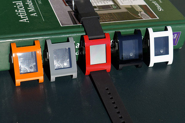 Pebble team confirms iPhone SMS and iMessage support, reveals final watch colors