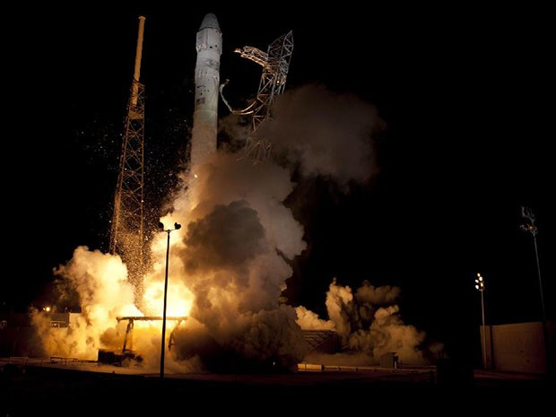 SpaceX Falcon scores two US Air Force contracts