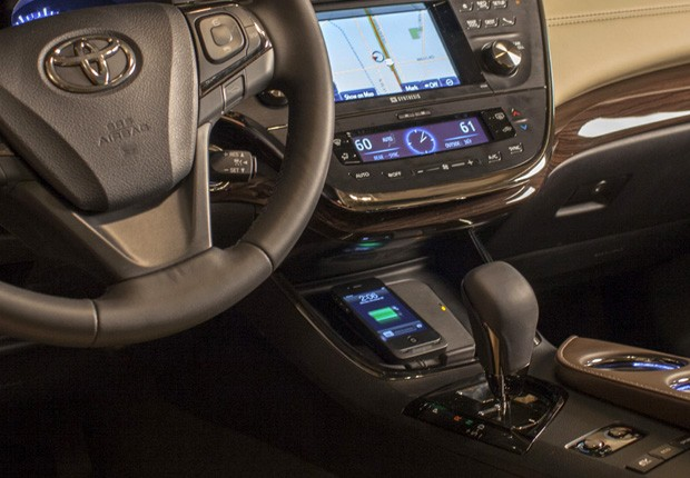 The New 2013 Toyota Avalon Comes with a Qi Charger Pad; Lumia Friendly