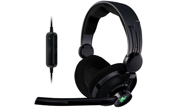 Razer tweaks its Carcharias headset to outfit the Xbox 360, shipping now for $6999