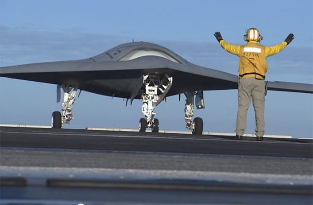 X-47B unmanned combat aircraft starts light workouts aboard USS Truman (video)