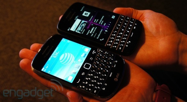 BlackBerry Bold vs BlackBerry Q10 fight!