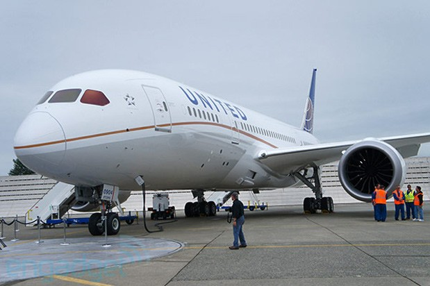United Airlines puts Dreamliner back ...