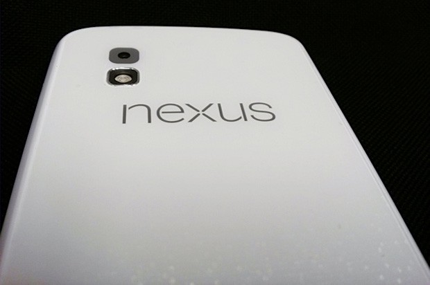 Nexus 4 trots out in white, sets unicorn fans aflutter