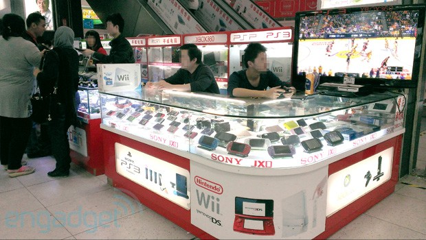 A cubical shop in Huaqiangbei offering legit foreign game consoles.