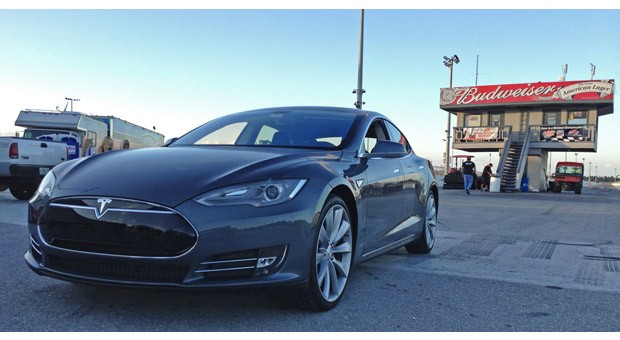 Tesla Model S dubbed 'world's quickest production electronic vehicle' by NEDRA, runs 14 mile in 12 seconds