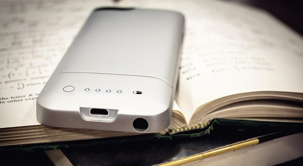 Mophie ships Juice Pack Helium, gives iPhone 5 a shot in the arm