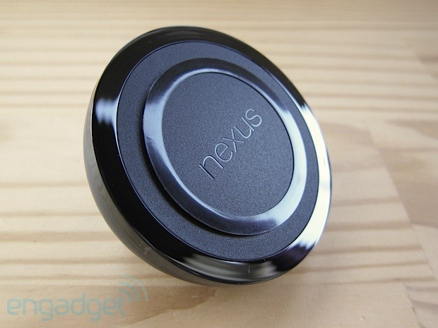 Nexus 4 Wireless Charger handson
