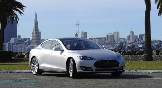 NYT reporter responds to Tesla Model S data logs, impropriety accusations