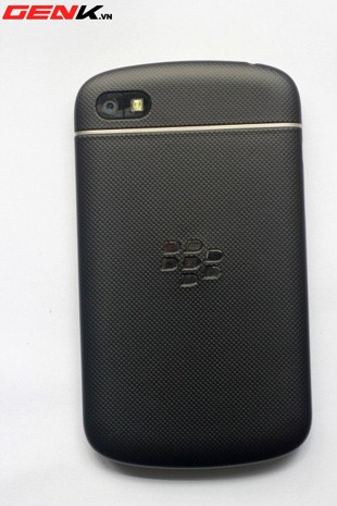 BlackBerry Q10 prototype caught in the wild, shows a rubber back that might have been