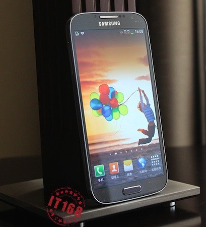 Galaxy S IV gets detailed in extensive early preview, screen examined up close