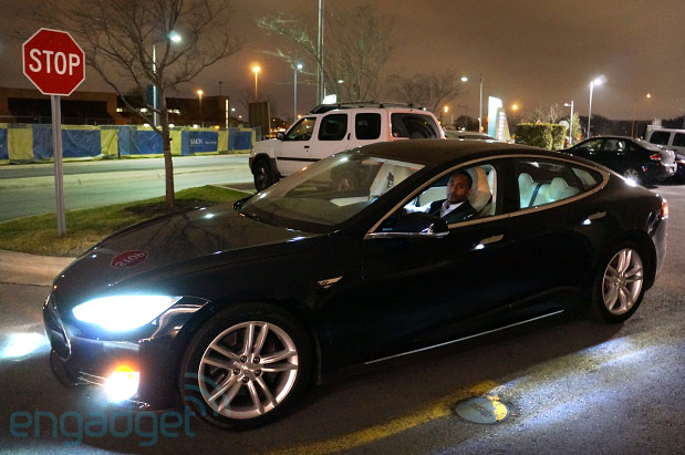 Tesla gives Uber a Model S boost at SXSW, so come on and take a free ride video