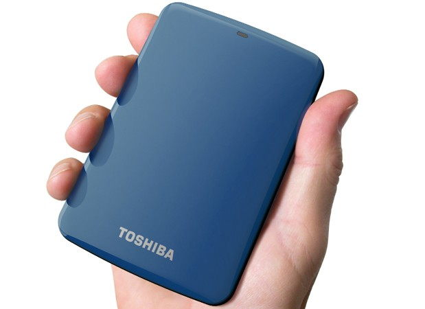 Toshiba Canvio Connect drive backs up mobile devices through Pogoplug