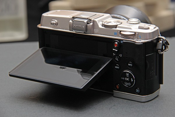 Olympus PEN EP5 photos and specs leak, suggest 16megapixel WiFi flagship