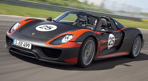 Porsche shows 918 Spyder hybrid in final production form