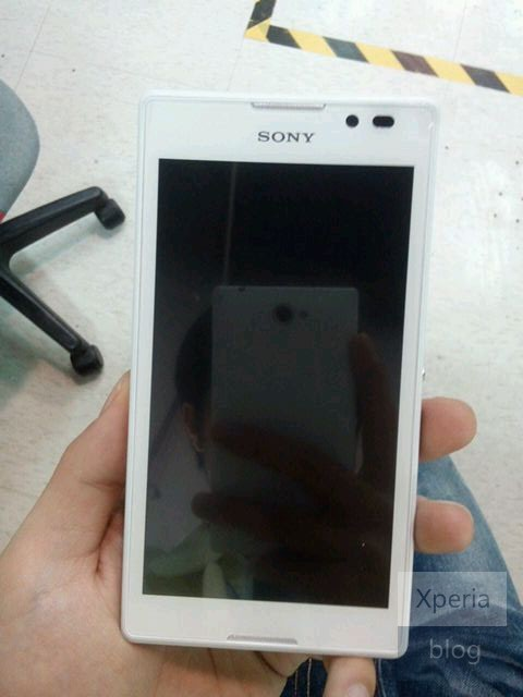 DNP Sony S39h spotted in leaked photos, appears to be a slightly tweaked Xperia L