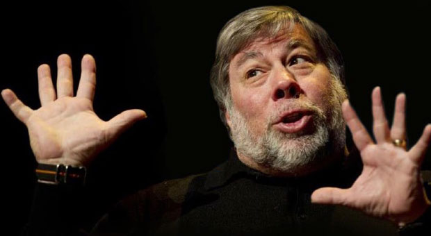 Steve Wozniak discusses his dependency on a 17inch MacBook Pro and transistor radios