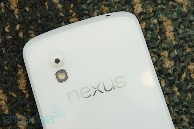 LG Nexus 4 shows up in white at Google I/O hands on