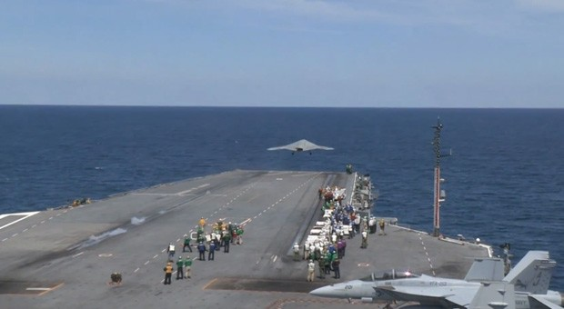 US Navy's X-47B is the first unmanned plane launched from an aircraft carrier (video)