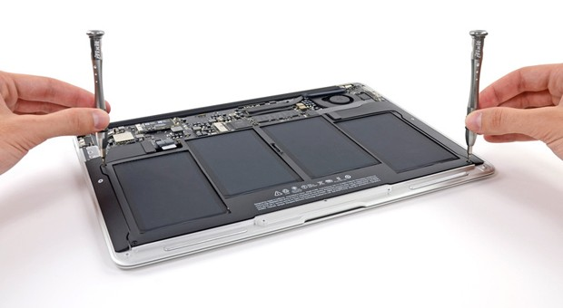 iFixit tears down 2013 MacBook Air, finds bigger battery and smaller SSD