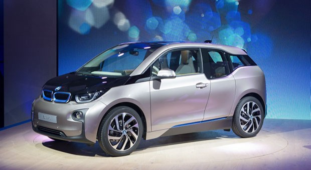 BMW unveils i3 electric car in the carbon fiber flesh