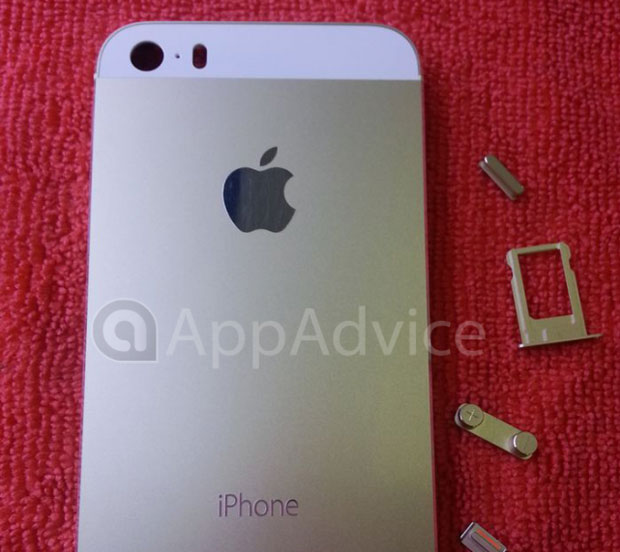 Gold iPhone 5S poses with current model in leaked group shot updated with more shots, possible dualLED flash